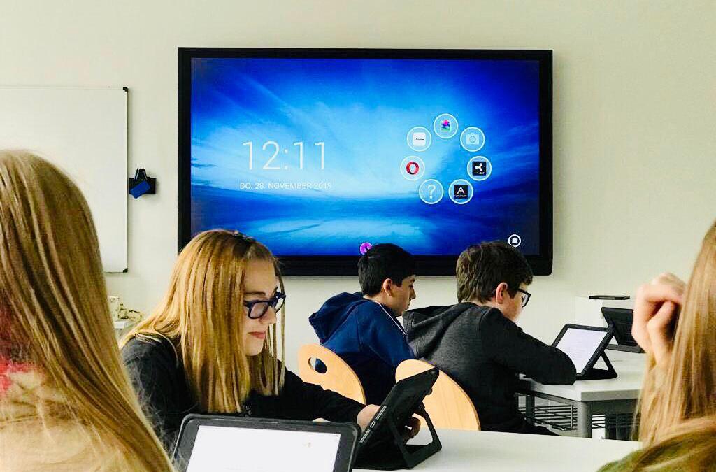 Dr.-Georg-August-Zinn-Schule im neuen Gewand – digital und analog
